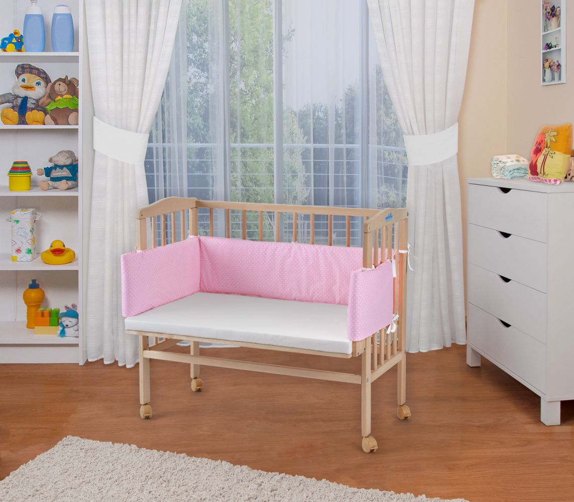 WALDIN Beistellbett mit Matratze, höhenverstellbar, Große Liegefläche, Ausstattung Punkte-rosa, Gestell Natur unbehandelt Bild 1