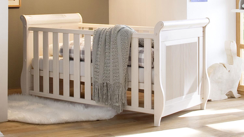 Babybett HELSINKI aus Kiefer massiv in weiß inkl. Lattenrost Bild 1