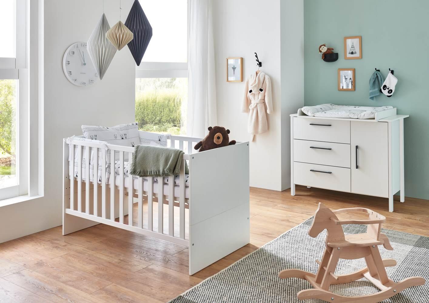 Arthur Berndt 'Kiara' Babyzimmer Sparset 2-teilig, Kinderbett (70 x 140 cm) und Wickelkommode mit Wickelaufsatz Weiß Bild 1