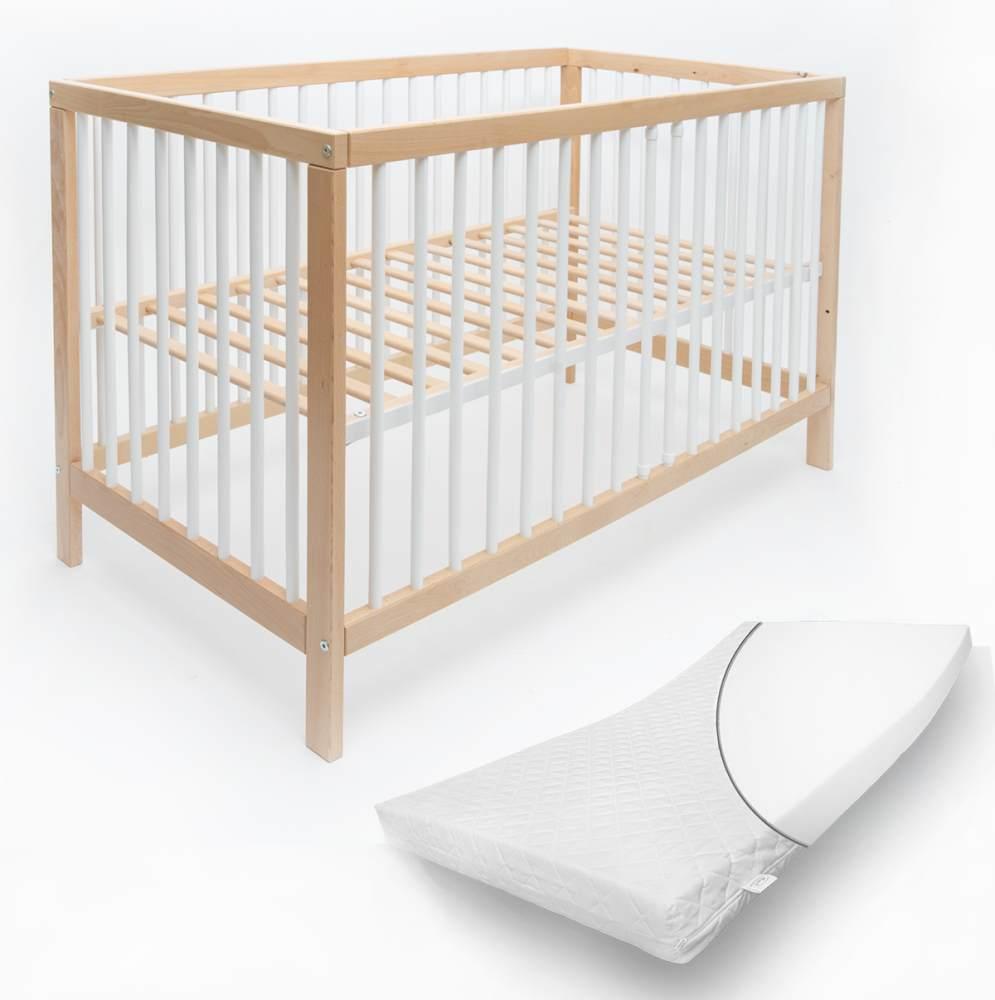 Alcube 'Toni' Babybett 60x120cm, natur/weiß, Buche massiv, umbaubar, mit Schlupfsprossen, Matratze und mit Schublade Bild 1