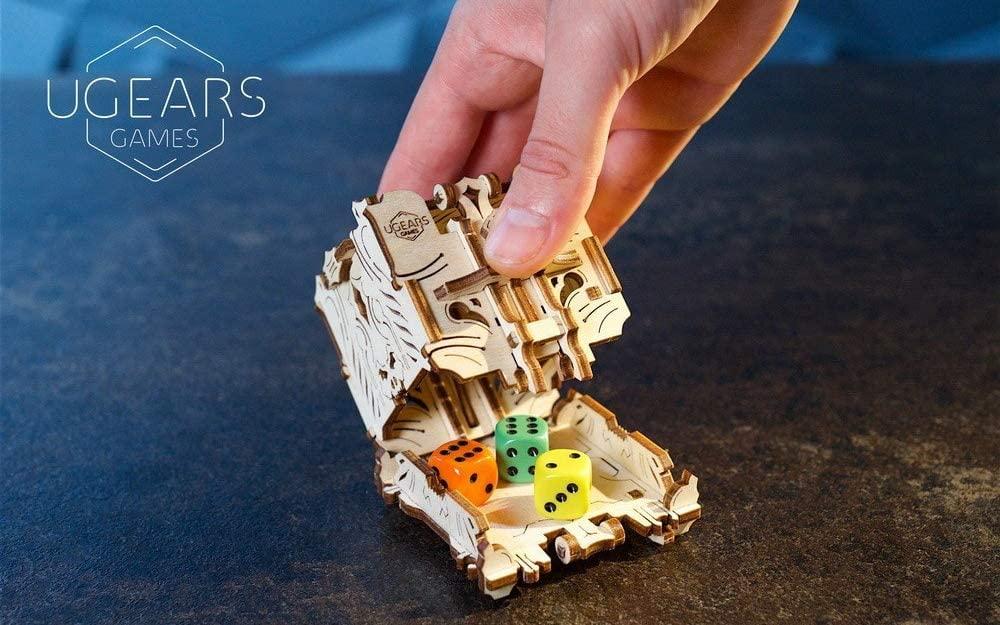 UGEARS 3D Modellbausatz Brettspiele Würfelturm - Dice Tower - 4 Würfelbechern Wuerfelturm Holzbausatz Würfelspiele Kartenspiele für Erwachsene Modellbau Set Spielezubehör Holz Brettspiel Zubehör Bild 1