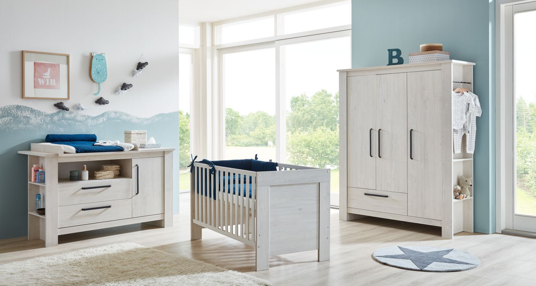 Arthur Berndt 'Til' Babyzimmer Komplettset 3-teilig, Kinderbett (70 x 140 cm), extrabreite Wickelkommode mit Wickelaufsatz und Kleiderschrank Nordic Wood Bild 1