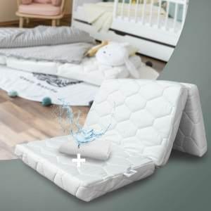 Alcube Reisebett Matratze 120 60 Klappbar - Set mit Nässeschutz – für Baby Reisebett / Gästematratze Weiß
