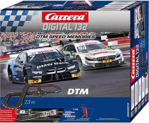 Carrera 20030015 Digital 132 'DTM Speed Memories' Autorennbahn-Set mit kabellosen Handregler, 7,3 Meter Streckenlänge, ab 8 Jahren