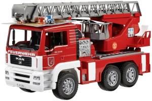 Bruder MAN Feuerwehr Auto mit Drehleiter, Licht und Sound