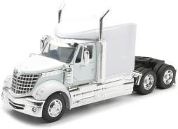 New Ray Traktor 1/32 International Lone Star Collection LKW 1:46, 810092 schwarz