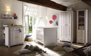 Ticaa 'Laura' 5-tlg. Babyzimmer-Set, weiß, aus Bett 70x140 cm, 2-trg. Kleiderschrank, Standregal, Wickelkommode inkl. Unterstellregal und Wandboard