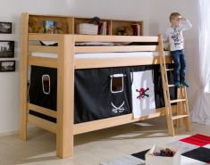 Relita 'Jan' Etagenbett mit Bücherregal inkl. Vorhang 'Pirat Schwarz/Weiß' und Matratzen
