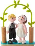 HABA 303165 - Little Friends – Brautpaar | Hübsche Minipuppen ab 3 Jahren | Strapazierfähige Biegepuppen aus Kunststoff für lange Spielfreude | Als Hochzeitsdeko geeignet