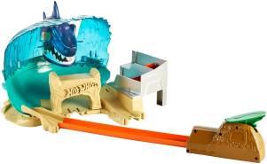Hot Wheels FNB21 City Hai Strand Attacke Set, großes Spielset inkl. 1 Spielzeugauto und Starter, ab 5 Jahren