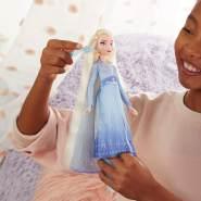 Disney Die Eiskönigin Flechtspaß Elsa Puppe mit extralangem, blondem Haar, Styler und Haarclips – Spielzeug für Kinder ab 5 Jahren