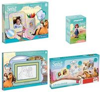 Dreamworks 181540 Spirit Riding Free Pferde-Spiel- & Kreativset mit Magnettafel, Mosaik, großer Spielebox und Playmobil Maricela Figur