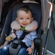 Fehn 'Giraffe' Nackenkissen mit Rassel-Tier Baby ab 0+ Monate