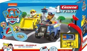 Carrera FIRST PAW PATROL On the Double 2,4m Rennstrecken-Set | 2 ferngesteuerte Fahrzeuge mit Chase und Rubble | mit Handregler & Streckenteilen | Spielzeug für Kinder ab 3 Jahren