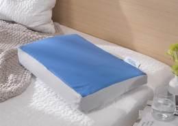 Theraline Pearlfusion orthopädisches Schlaf- & Nackenstützkissen, Standardbreite 50 cm   Höhe 12 cm   inkl. Außenbezug Dessin Nr. 95, Mittelblau-grau