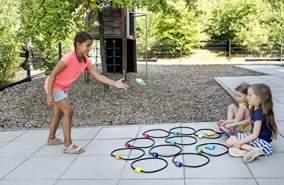 Beleduc 67110 - Jump & Throw, Hüpf- und Werfspiel, Indoor und Outdoor nutzbar, Bewährt im Kindergarten