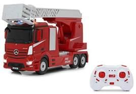 Jamara 405212 Feuerwehr Drehleiter Mercedes-Benz Antos 1:24 2,4GHz – realistischer Motorsound, Hupe, drehbare/ausfahrbare Leiter, LED Signallichter, Feuerwehrsirene, Fahr- und Rückfahrlicht, rot