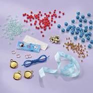 Disney Frozen II Mystisches Armband-Set: Gestalte Deine eigenen Frozen II Armbänder mit verschiedenen Bettelanhänger, Satinbändern und schönen Perlen