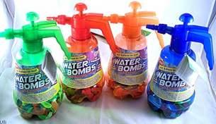 Toi-Toys - 100 Wasserbomben + Pumpe